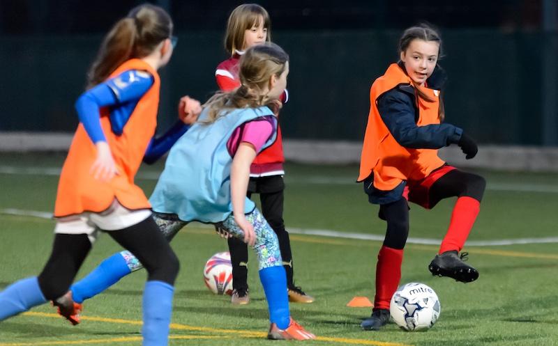 blog-girls-football-outdoors