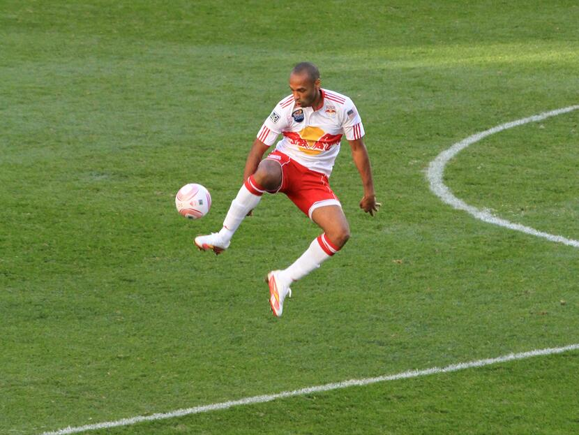 Thierry_Henry_control_New_York_Red_Bulls_2010-5.jpg