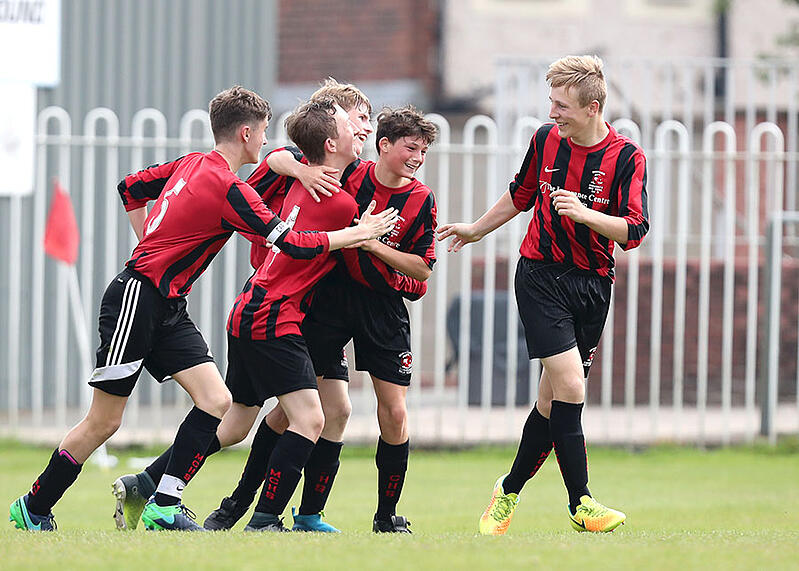 blog.pitchero.comhs-fshubfsEmail AssetsBlogJuneFootballblog-do-we-concentrate-on-the-result-too-much-in-youth-sports-football-celebration