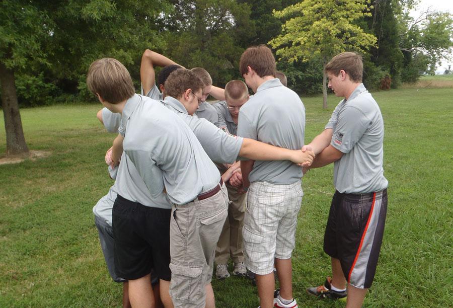 sports team building activities human knot image
