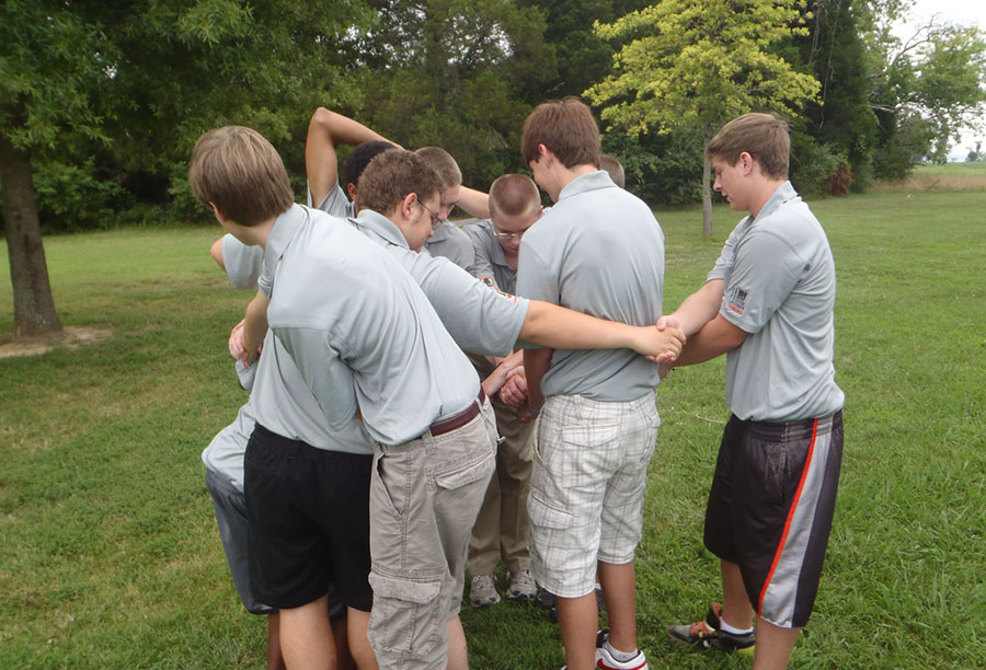 sports team building activities human knot image