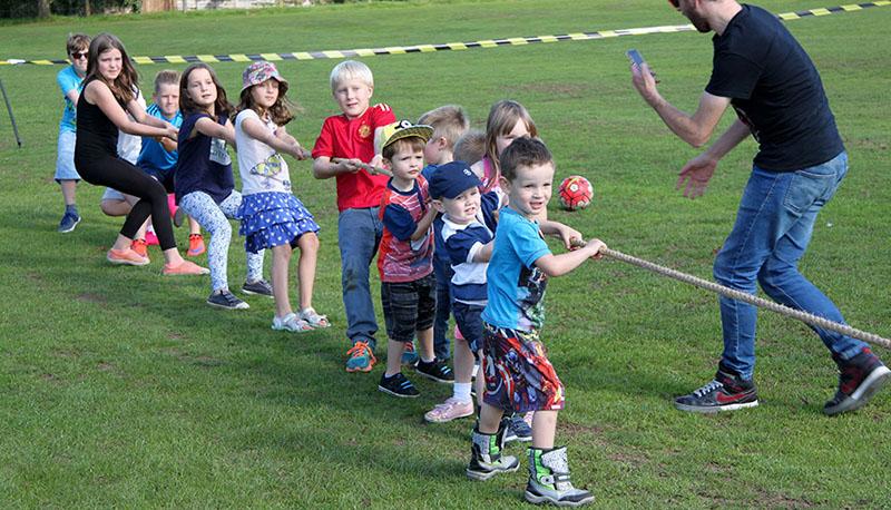 sports team building activities tug of war image